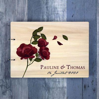 livre d'or de mariage en bois avec des roses et fleurs naturelles