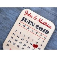 Save-the-date-calendrier-bois-mariage-coeur